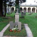 写真:ザンクト セバスティアン教会と墓地