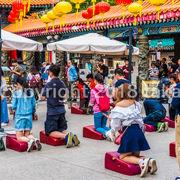 多くの中国系の観光客でにぎわっています。