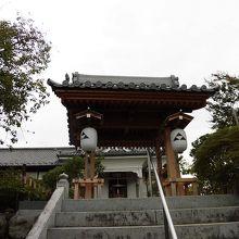 寺のすぐ目の前を秩父鉄道が通ります
