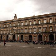 市民や観光客に身近な王宮