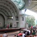 写真:上野公園野外ステージ (水上音楽堂)