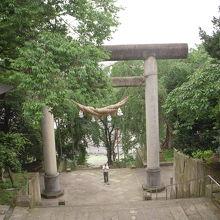 赤湯温泉に宿泊した時の朝の散歩で訪れた烏帽子山八幡宮です。