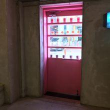 店内からの入口ドアショット
