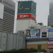 仙台駅の西口を出て歩行者用デッキの先に見える商業ビルで、大型の書店やパソコン周辺機器を扱う店店舗あり。