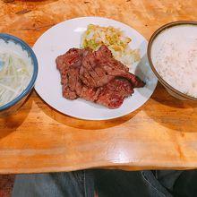 オーソドックスな牛タン定食