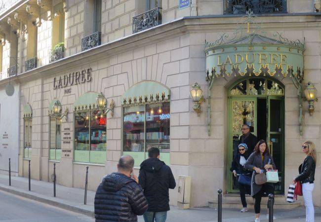 ラデュレ (パリ シャンゼリゼ店)