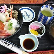 能登海鮮丼(2160円)