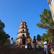 七重八角形の塔が目印
