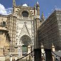 写真:セビリア大聖堂 (カテドラル) とヒラルダの塔