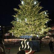 クリスマスツリーとライトアップ