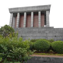 ホーチミン廟を退出した後に撮りました 丁度、裏側でしょうか