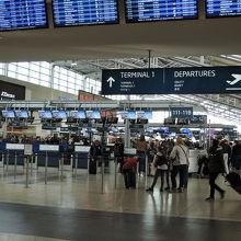 シェンゲン圏行きはターミナル1