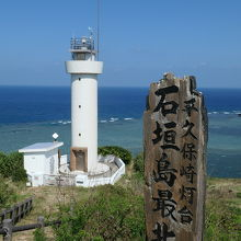灯台の先は青い海です