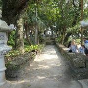 歴史ある観音堂もある川平公園