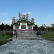 カラフルだが悲しい歴史を伝える唐人墓