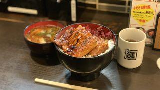 外国人観光客が多いお店です。ワンコイン500円から、うな丼が頂けるコスパの高いお店です。