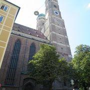 とても大きい教会