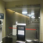 貧民は21時半~22時にかけてエレベーターを利用して雰囲気を味わいましょう