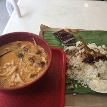 ナシレマッ…マレーシアじゃこごはんとセットメニューで注文。