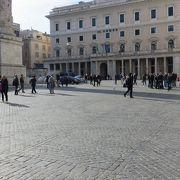 広場は長方形に・・・