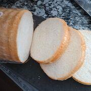 サラダパンで有名なお店の食パン屋さん