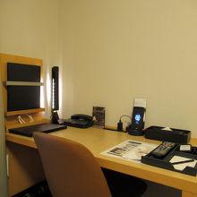 仕事の出来る大きさの机も良いです