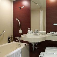 バスルームも清潔感がありますし…