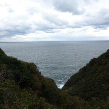 遠くに隠岐の島の島後と島前が見えました