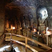 長谷寺の「弁天窟」という洞窟です。クオリティが凄い。