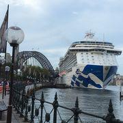 豪華客船とブリッジ