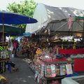 写真:ワットアルン 土産市場