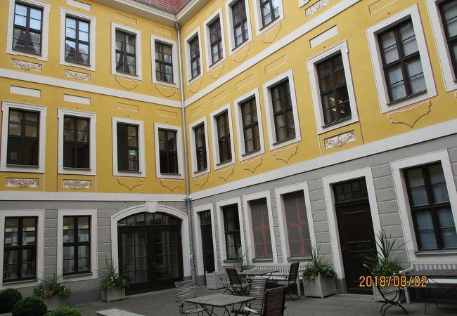 バッハ像の向かいにある博物館