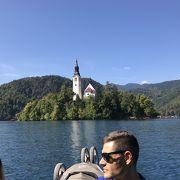 ブレッド湖に浮かぶ教会