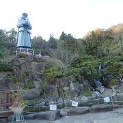 巨大な天草四郎像があります