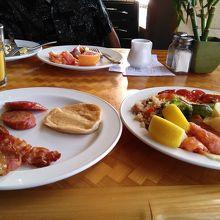 のんびりと朝食を