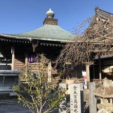 田園の中のお寺