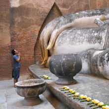ワットシーチュム、仏像が崩壊せず残っている