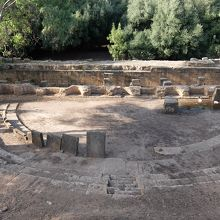 平地に造られた劇場跡。800-1000人収容。
