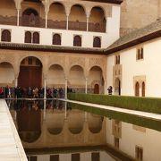 ナスル朝宮殿内の中庭