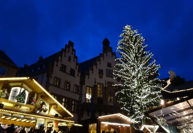混雑しているけれど、綺麗なクリスマスマーケット