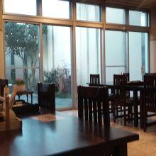 館内のレストラン。