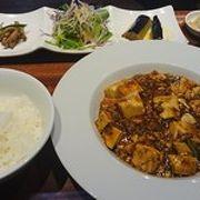 麻婆豆腐ランチとチャーハン