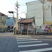 距離は短いですが、中身は濃い、徒歩で龍虎塔に行く時には、この路を通ります。