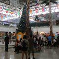 年末に訪れたマイクロネシア・モールの店内はクリスマスのディスプレーが飾られていました。