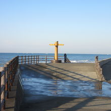 静岡県最南端の碑 穏やかな日も多少波を被ります
