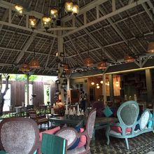 インターコンチネンタルホテルの近くにあるオシャレなカフェ