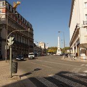 ロシオ駅の近くの小さな広場