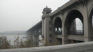 長江を歩いて渡れる橋