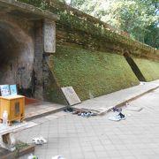 ワットウーモン、地下トンネル