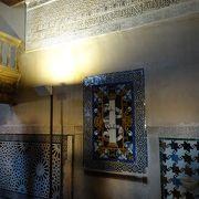 ナスル朝宮殿に入って、まず圧倒される部屋